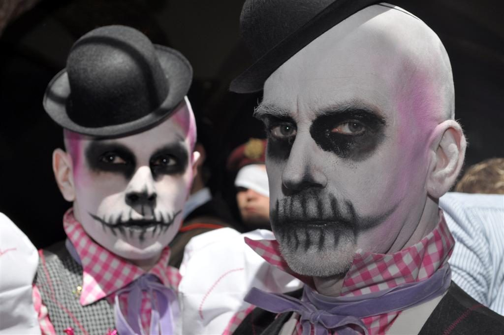 Halloween freaky show